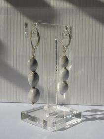 Boucles d'oreilles Larmes de Job 3 gris perle, dormeuses agent