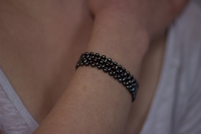 Bracelet Karine, perles d'eau douce teintées noires