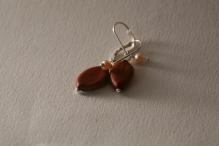 boucles d'oreilles graines cassia grandis, perles de culture rose et argent