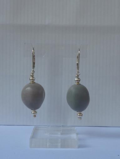 Boucles d'oreille graines caniques grises et argent